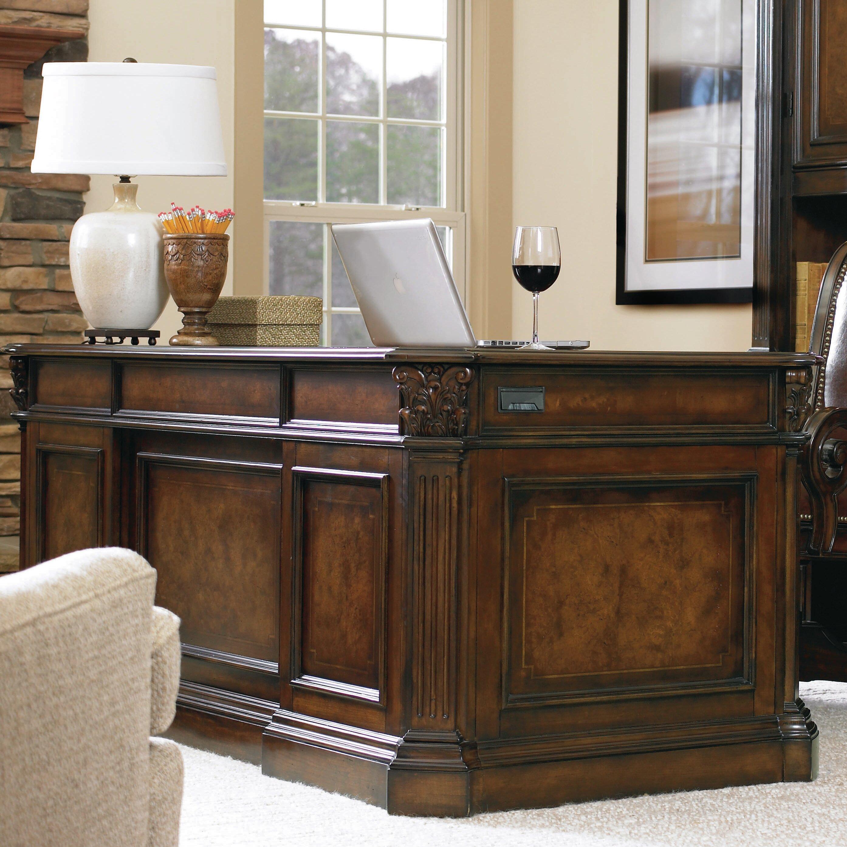Hooker Furniture European Renaissance Ii Executive Desk With Kneehole