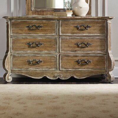Hooker Furniture Chatelet 6 Dr..