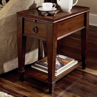 Darby Home Co Fitzhugh Chairside Table