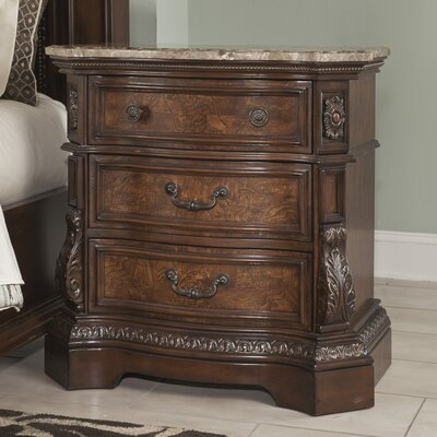 Signature Design by Ashley Ledelle 3 Drawer Bachelor's Chest