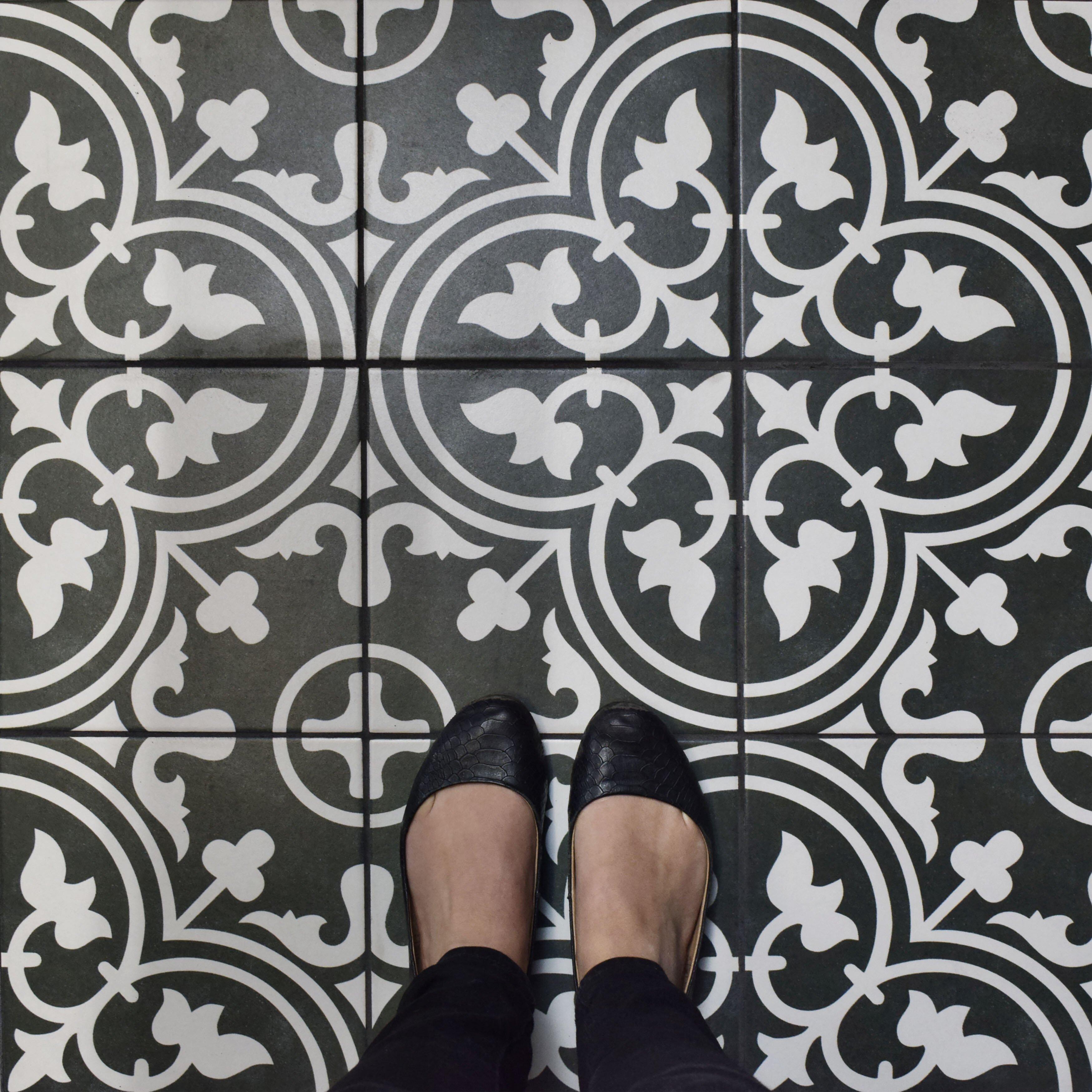 Elitetile Artea 9 5 Quot X 9 5 Quot Porcelain Field Tile In Black