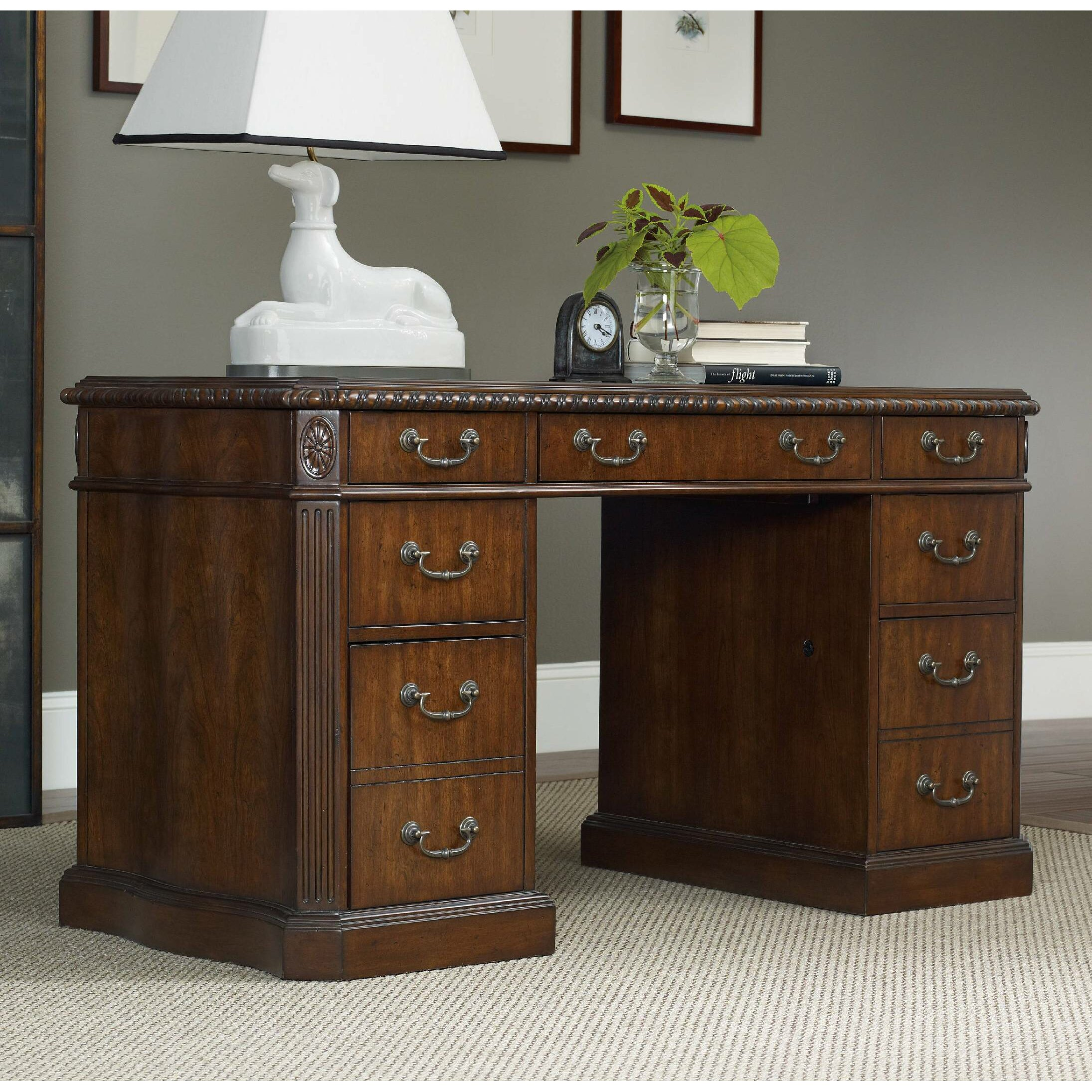 Hooker Furniture Executive Desk With Knee Hole Reviews