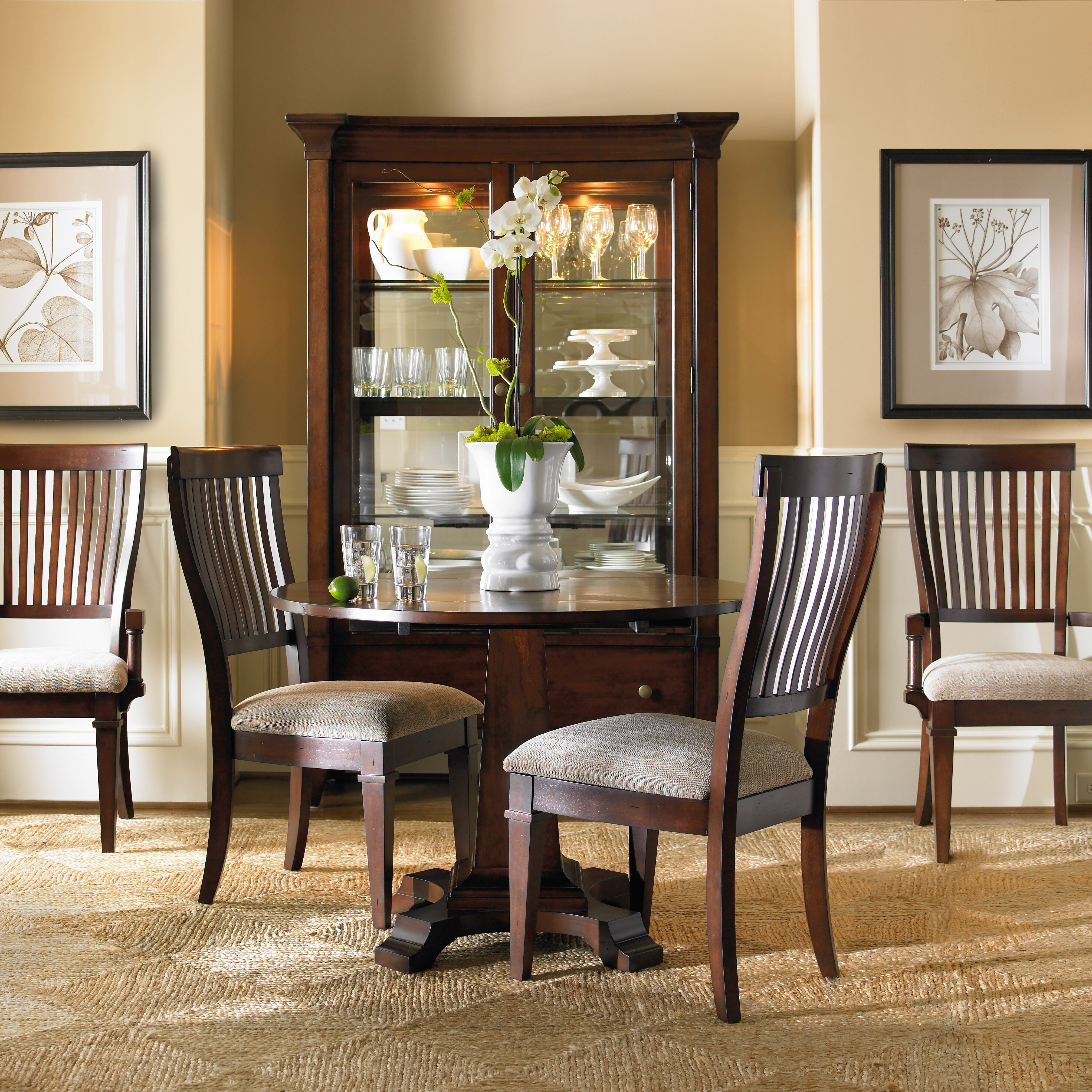 Hooker Furniture Abbott Place Round Drop Leaf Pad Dining