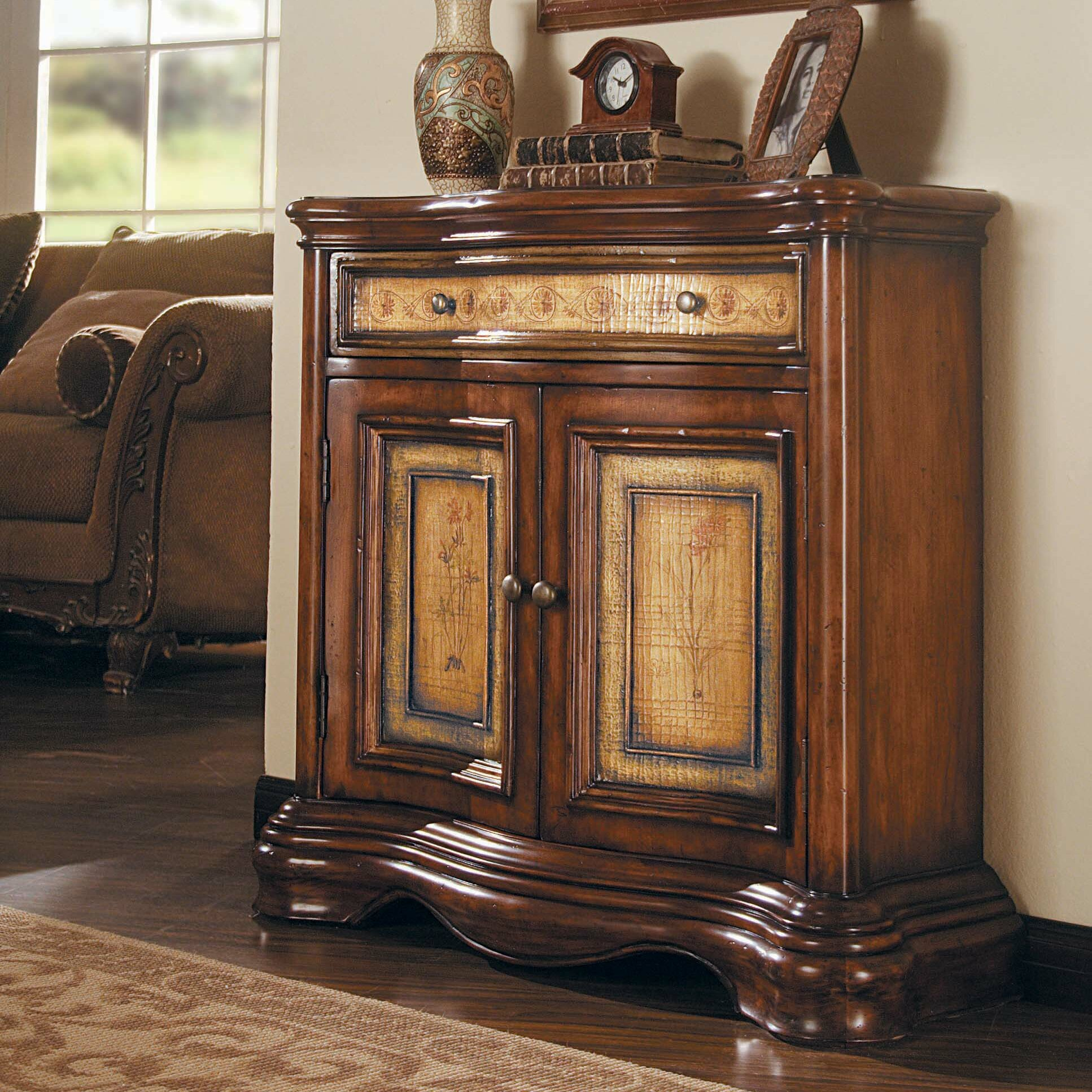 Hooker Furniture Seven Seas 2 Door 1 Drawer Shaped Hall