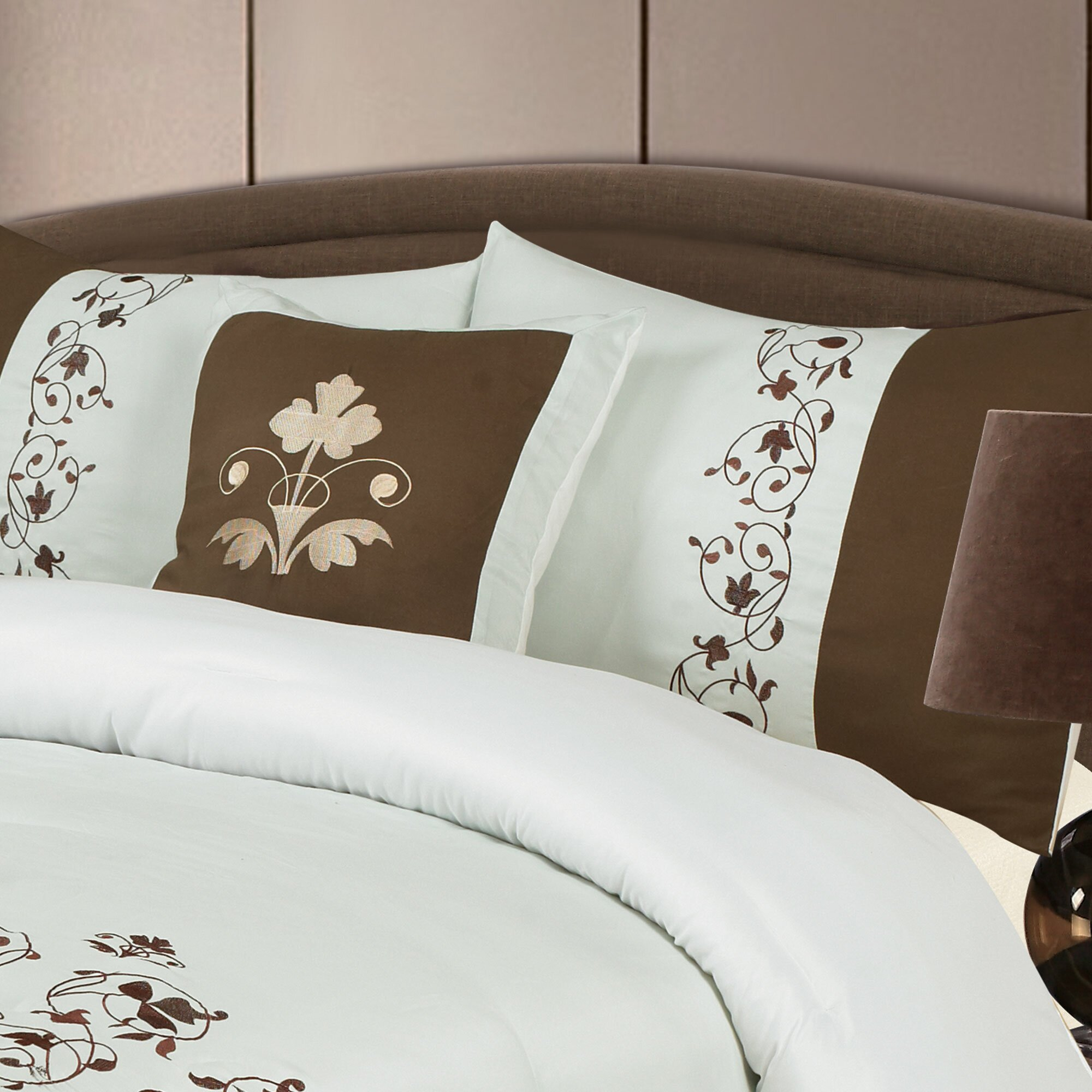Lavish Low Post King 4 Piece Bedroom Set In Gold With