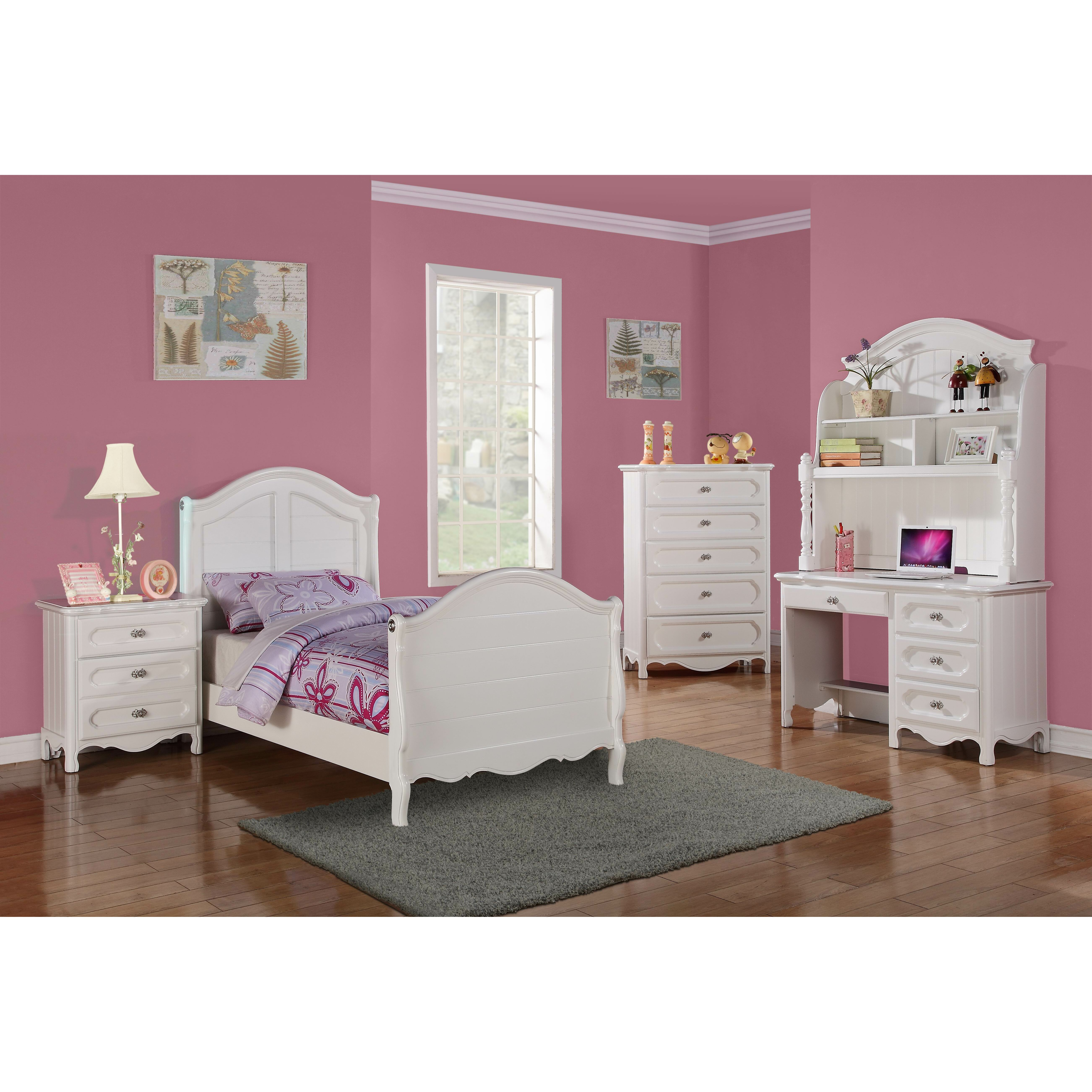 Woodhaven hill hayley sleigh customizable bedroom set for 4 year old bedroom ideas