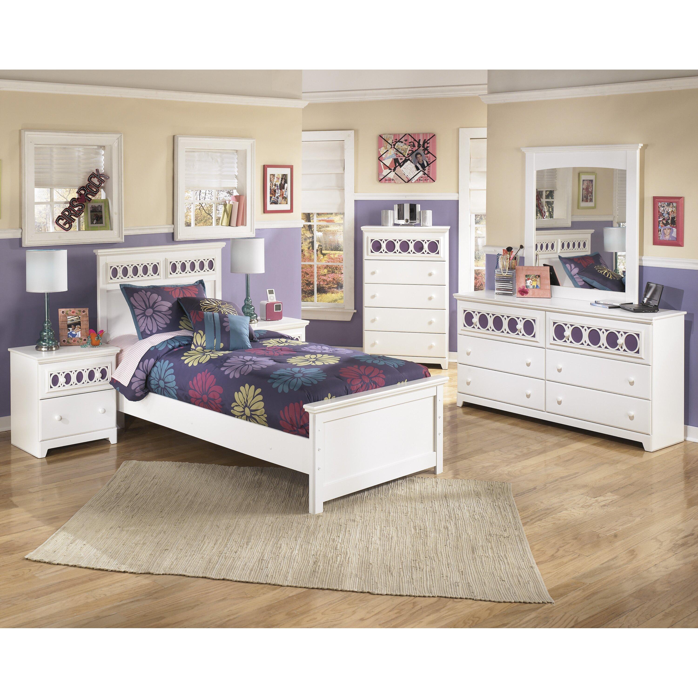 Signature Design By Ashley Zayley Rectangular Dresser