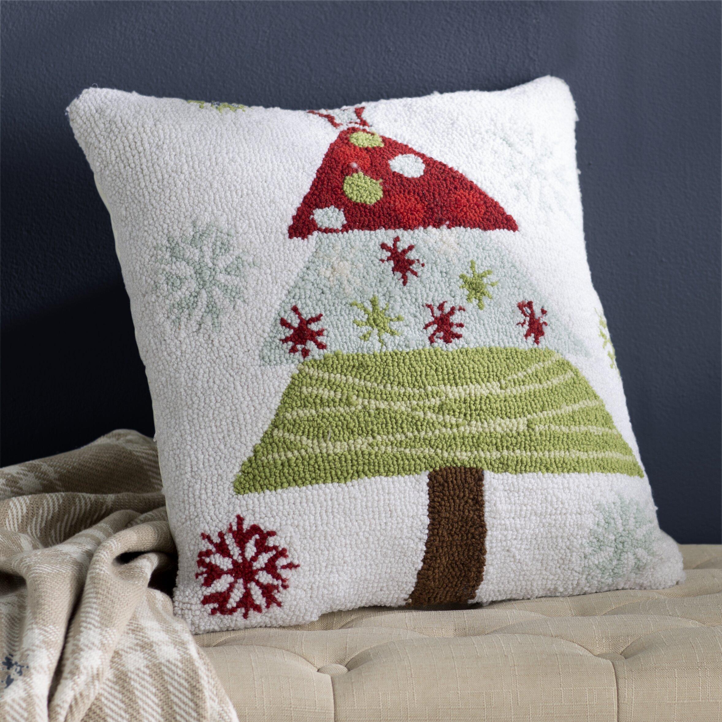 Three Posts Malta Christmas Tree Polyester Throw Pillow