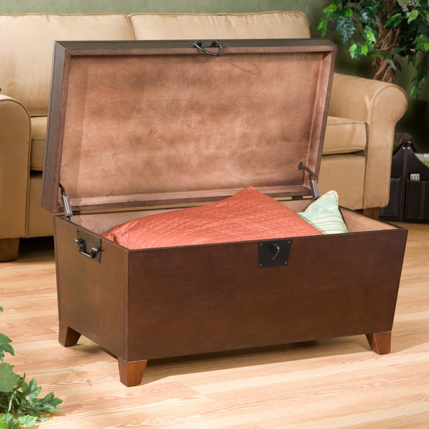 Beige Trunk Coffee Table: Charlton Home Bischoptree Trunk Coffee Table & Reviews