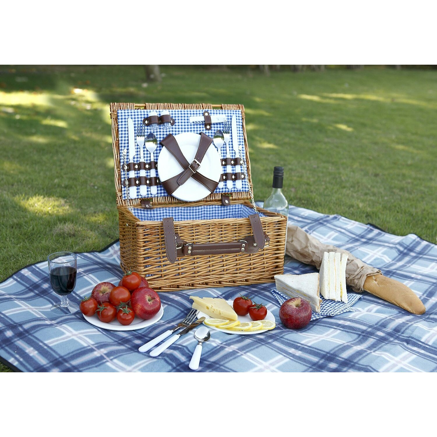 Vonshef 4 Person Picnic Basket : Vonshef person wicker picnic hamper with flatware