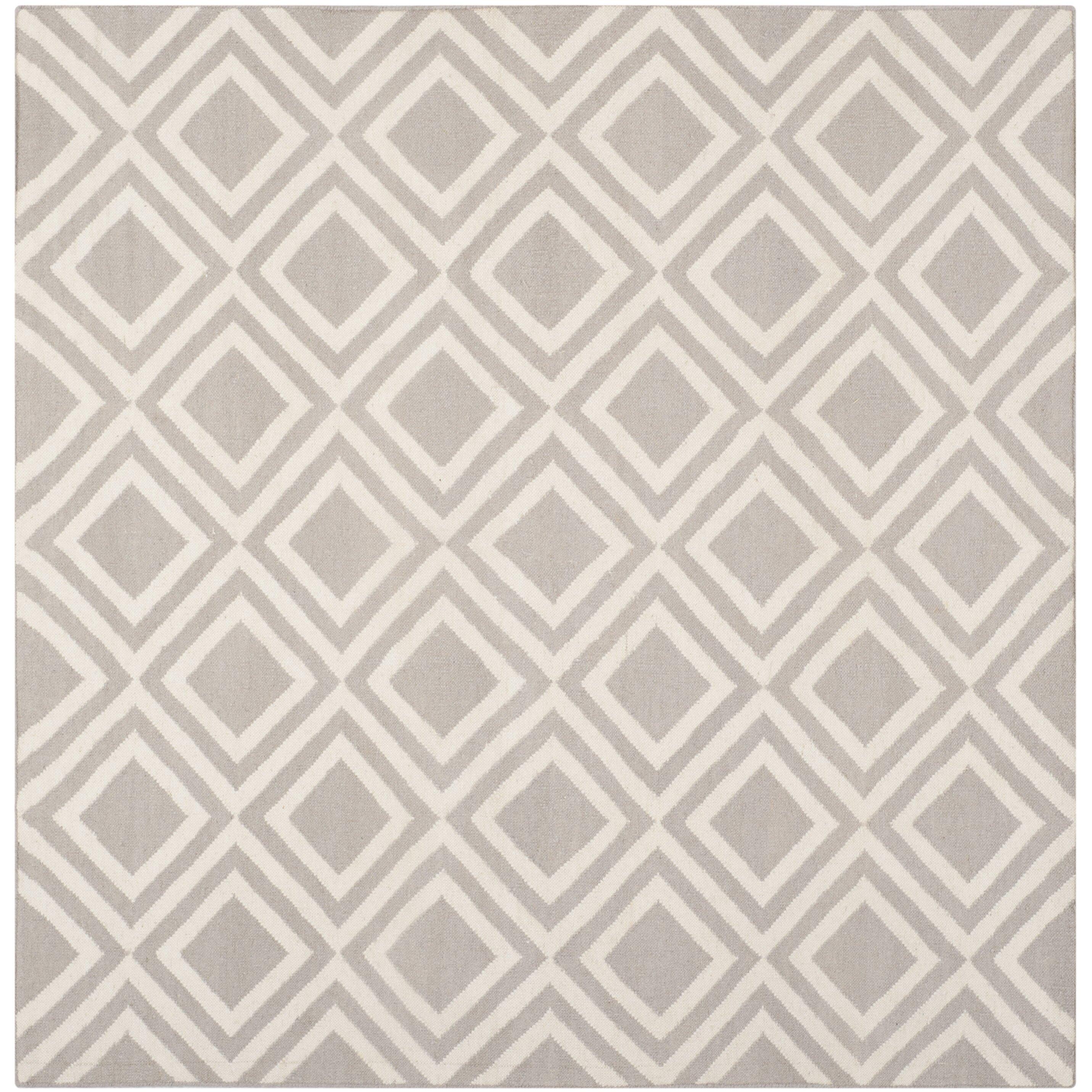 Latitude run brianna grey ivory area rug reviews wayfair for Carrelage metro noir mat