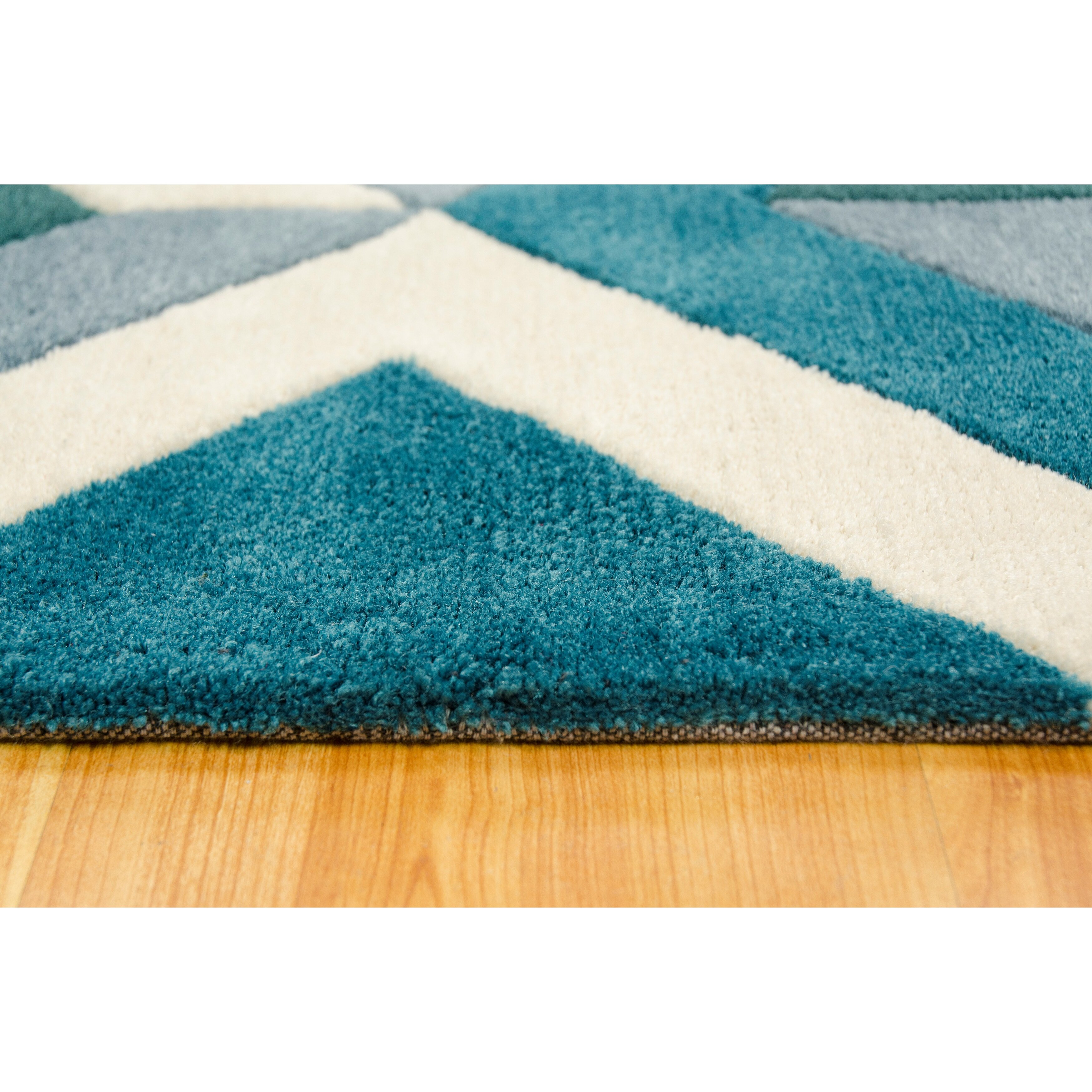 Brady Home Hand Carved Diamond Teal/White Area Rug