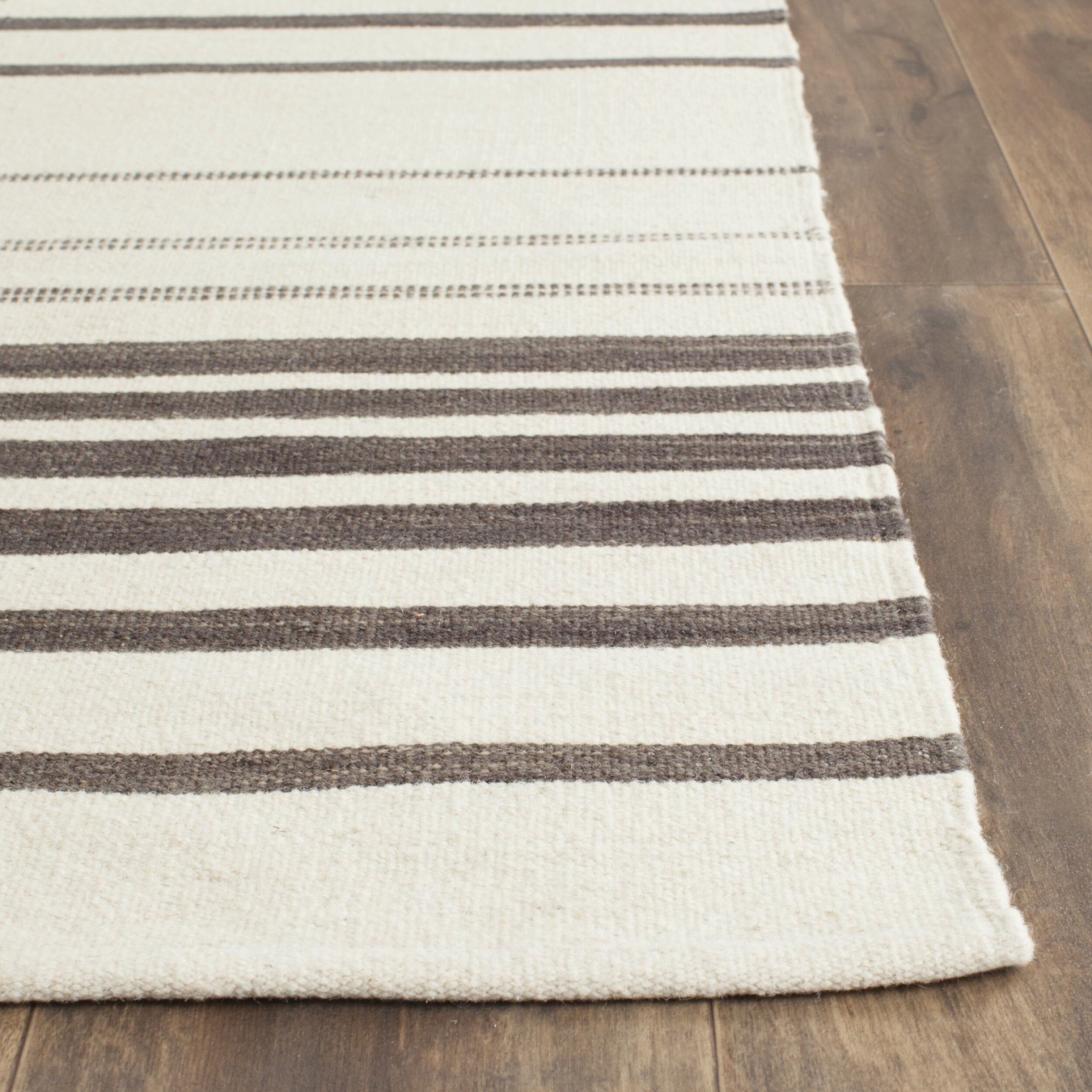 Safavieh Kilim Brown / Ivory Striped Rug
