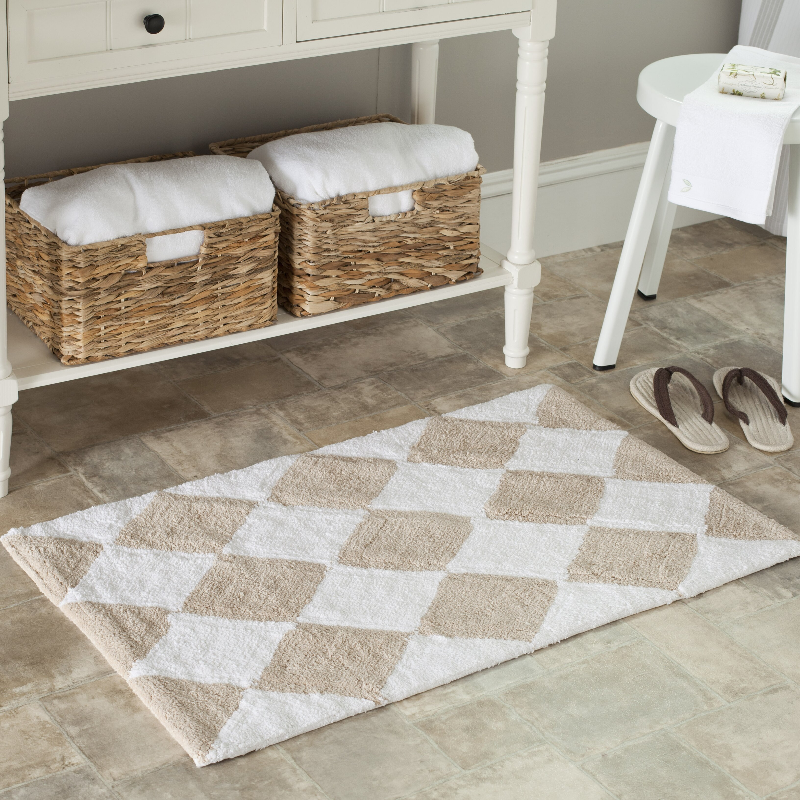 Safavieh plush master geometric bath rug reviews wayfair for Master bathroom rugs